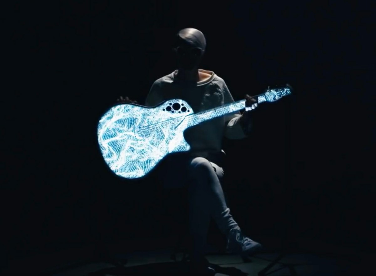 Kaki King's Projection Mapped Guitar